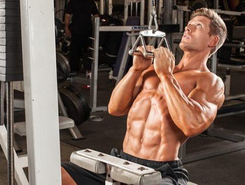 Тяга верхнего (вертикального) блока узким хватом к груди: как выполнять и какие мышцы задействованы?