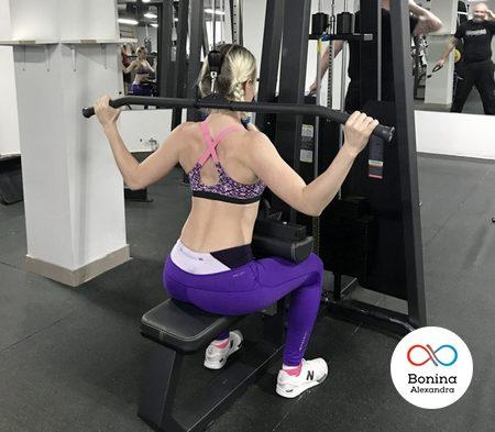 Как делать упражнение тягу вертикального блока за голову