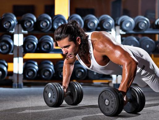 Отжимания на гантелях: работающие мышцы и польза