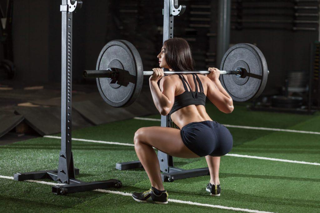 Какие мышцы работают при приседании со штангой