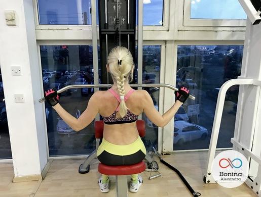 Тяга верхнего (вертикального) блока широким хватом к груди: как делать упражнение