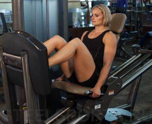 Жим ногами в тренажере сидя для женщин