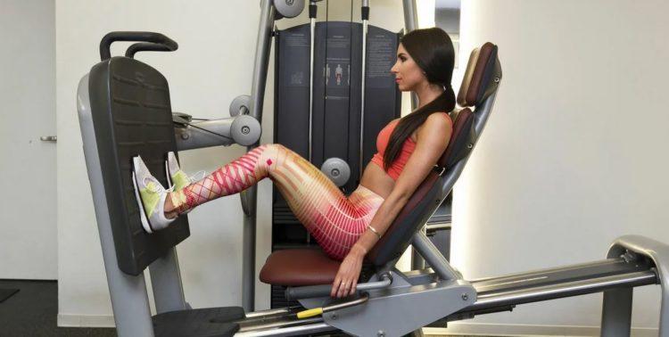 Какие мышцы задействованы в жиме ногами сидя