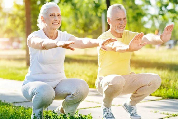 Польза приседаний для пожилых людей
