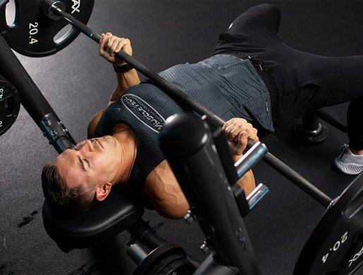 Жим штанги лежа обратным хватом: вариации упражнения и рекомендации по выполнению