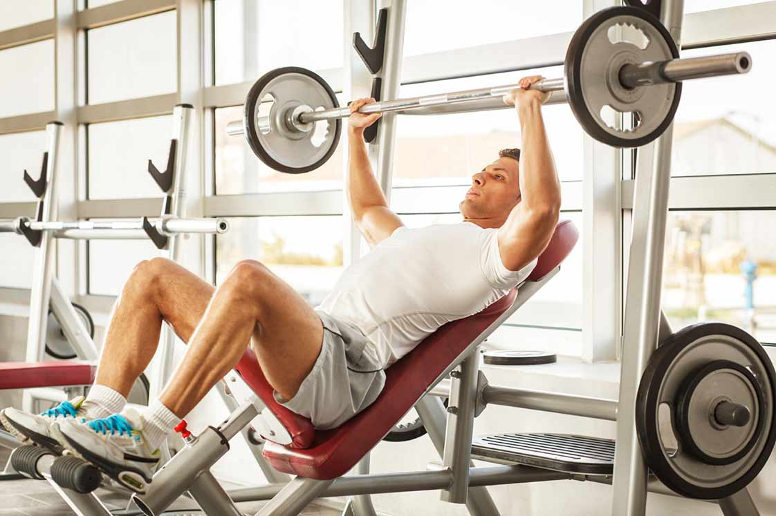 Жим штанги лежа на наклонной скамье под углом вверх