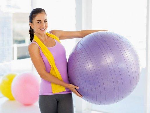 Упражнения на мяче для похудения: 3 комплекса упражнений