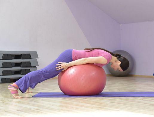 Упражнения с фитболом при остеохондрозе
