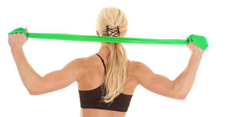 Упражнения с резинкой для плеч