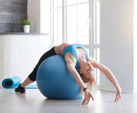 Упражнения на мяче при остеохондрозе
