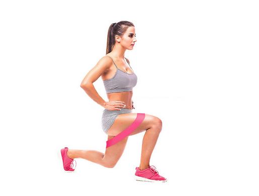 Выпады с резинкой для фитнеса