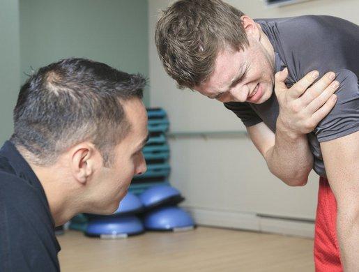 Боль в плечевом суставе после тренировки: причины возникновения и важные рекомендации